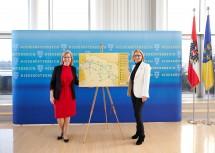 """Klimaschutzministerin Leonore Gewessler und Landeshauptfrau Johanna Mikl-Leitner präsentieren die Projekte des """"Mobilitätspaketes nördliches NÖ"""""""