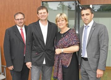 Im Bild von links nach rechts: Landtagsabgeordneter Richard Hogl, Walter Kugler (Obmann Verein Sonnendach), Landesrätin Mag. Barbara Schwarz, Bürgermeister Erwin Bernreiter