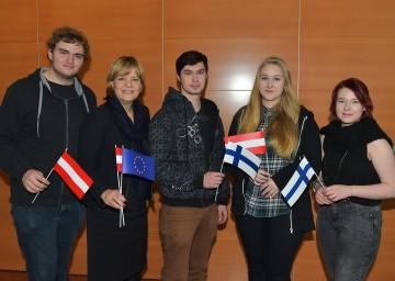 Landesrätin Mag. Barbara Schwarz mit Schülerinnen und Schüler aus dem Lapland Tourism College in Kittilä (Finnland).