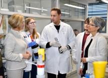 Zu Besuch bei der Seibersdorf Labor GmbH im neuen Technologie- und Forschungszentrums Seibersdorf: Landeshauptfrau Johanna Mikl-Leitner und Landesrätin Petra Bohuslav