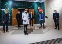 """Ausstellung """"Sehnsucht Ferne – Aufbruch in neue Welten"""" auf der Schallaburg: Landeshauptfrau Johanna Mikl-Leitner mit Team der Schallaburg"""