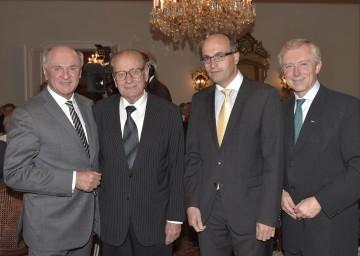 Beim Schlosskonzert im Schloss Schrattenthal: Landeshauptmann Dr. Erwin Pröll, Prof. Dr. Paul Twaroch, Botschafter S. E. Jan Sechter, ORF-Landesdirektor Prof. Norbert Gollinger (v. l. n. .r.).