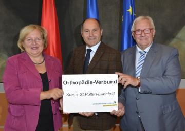 Landtagsabgeordnete Heidemaria Onodi, LH-Stv. Mag. Wolfgang Sobotka und Nationalratsabgeordneter Anton Heinzl (v.l.n.r.) präsentierten in St. Pölten den neuen Orthopädie-Verbund.