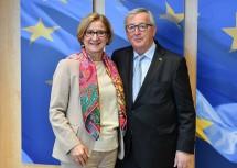 Landeshauptfrau Johanna Mikl-Leitner übergab ein aktualisiertes Positionspapier für eine starke EU-Regionalförderung nach 2020 an EU-Kommissionspräsident Jean-Claude Juncker.