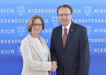 Landeshauptfrau Johanna Mikl-Leitner und der St. Pöltner Bürgermeister Matthias Stadler.