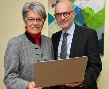 Wirtschaftsförderung digital: Landesrätin Petra Bohuslav und Georg Bartmann, Leiter der Gruppe Wirtschaft, Sport und Tourismus im Amt der NÖ Landesregierung (v.l.n.r.)