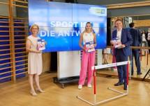 Landeshauptfrau Johanna Mikl-Leitner, die Top-Athletin Ivona Dadic und Sport-Landesrat Jochen Danninger
