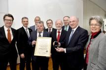 Der Verkehrsverein Wieselburg überreichte an Landeshauptmann Dr. Erwin Pröll den Ehrenring.