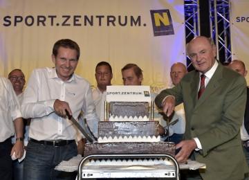 Das 25-jährige Bestehen des Sportzentrums Niederösterreich in St. Pölten wurde mit einem Festakt gewürdigt. Im Bild von links nach rechts: Geschäftsführer Franz Stocher und Landeshauptmann Dr. Erwin Pröll.