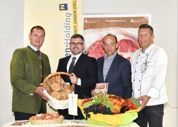 Küchen setzen auf heimische Lebensmittel. Im Bild von links nach rechts: Herbert Hofer von der Landwirtschaftskammer, Landesrat Ludwig Schleritzko, Franz Huber, kaufmännischer Direktor des Klinikums, und Chefkoch Karl Jony.