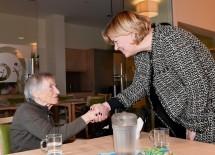 Landesrätin Barbara Schwarz begrüßte erste Bewohnerinnen im neuen Haus.