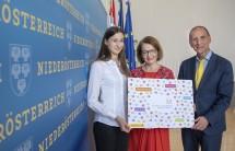 Landesrätin Christiane Teschl-Hofmeister (m.) mit Viktoria Zach (l.) und Peter Filzmaier (r.)