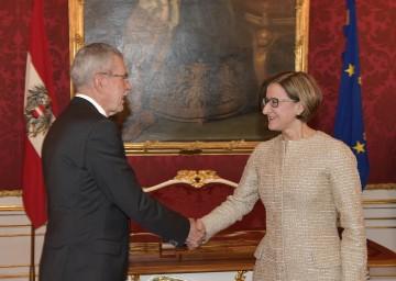 Johanna Mikl-Leitner wurde am heutigen Montag durch Bundespräsident Dr. Alexander Van der Bellen als Landeshauptfrau von Niederösterreich angelobt.
