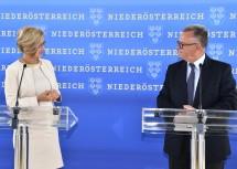 Landeshauptfrau Johanna Mikl-Leitner und Landeshauptmann Hans Niessl bei der gemeinsamen Pressekonferenz nach ihrem Arbeitsgespräch (v.l.n.r.)