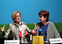 Landeshauptfrau Johanna Mikl-Leitner und Michaela Hinterholzer, Präsidentin des Hilfswerk Niederösterreich, informierten zum Wachstumsmarkt Pflege und Betreuung. (v.l.n.r.)