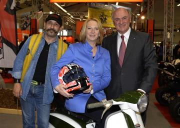 v.l.n.r.: Toy Run-Gründer Ernst Graft, Bundesministerin Doris Bures und Landeshauptmann Dr. Erwin Pröll besuchten heute, 19. April, die Bike Austria in Tulln.