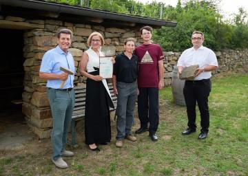 Von links nach rechts: Harald Leopold (Bürgermeister von Langenlois), Landeshauptfrau Johanna Mikl-Leitner, Elisabeth Hofbauer und Rainer Vogler, Gemeinderat Michael Jager